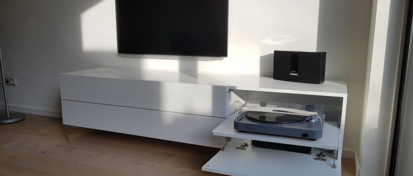 TV / Audio kast met kabeldoorvoer