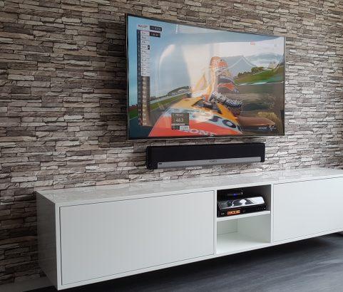 TV-kast met kabelgoot