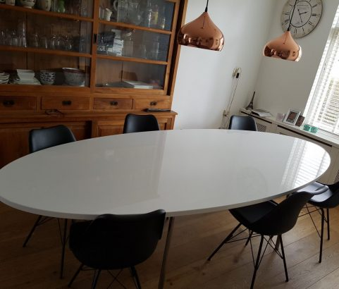 Elegante, ovale eettafel - wit glanslak