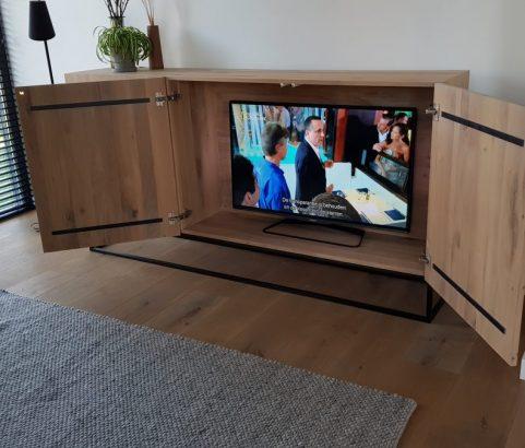 Eikenhouten tv-dressoir